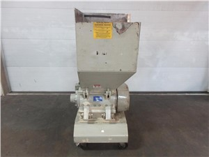 "15"" x 15.75"" Nissui Slow Speed Granulator, Model SKN-22, 3 Hp"