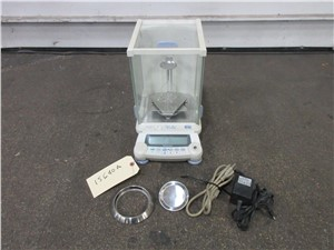 Shimadzu Analytical Balance, Model AUX220